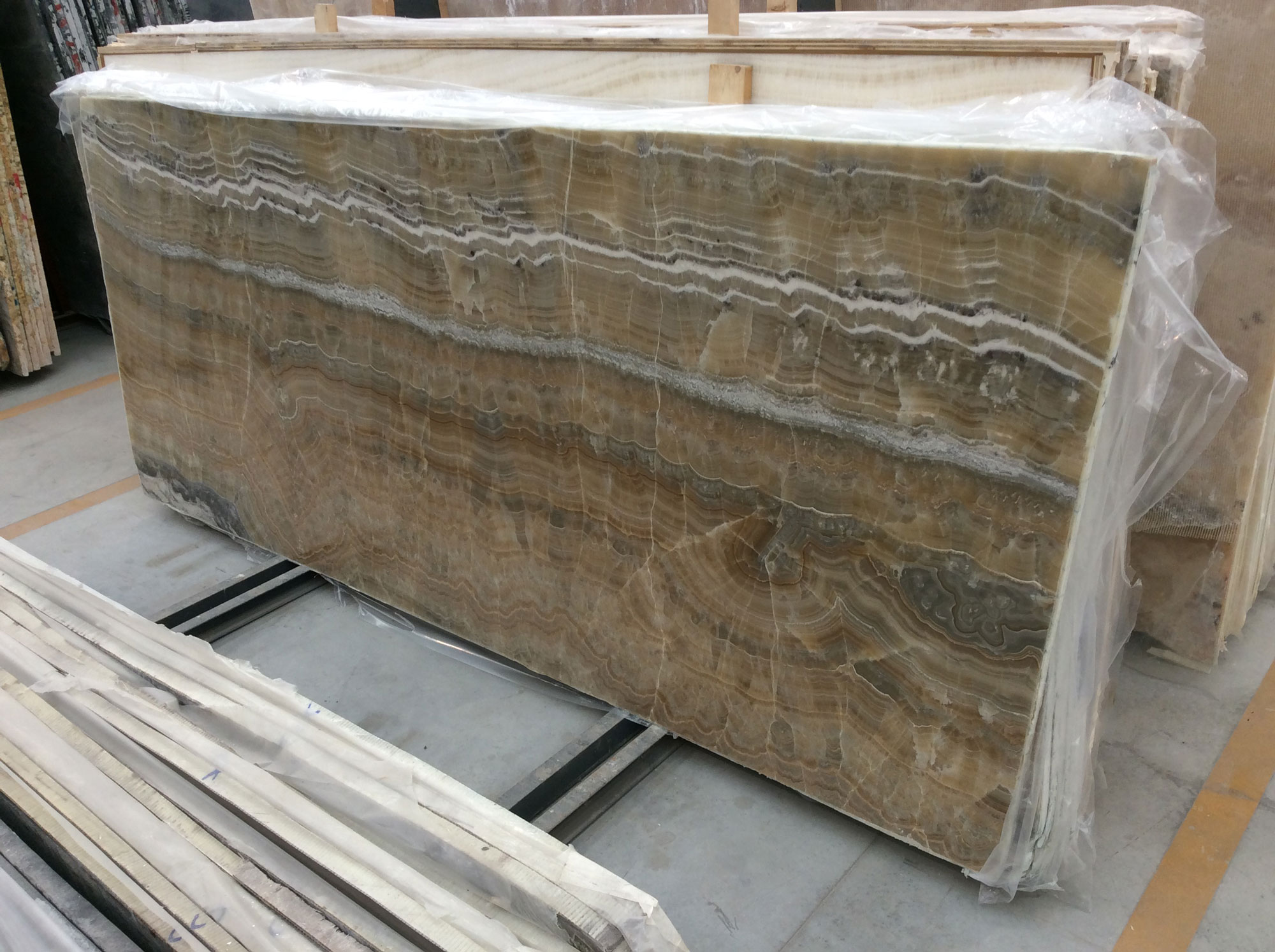 Amber Onyx Slabs : Onyx slabs carmel stone imports