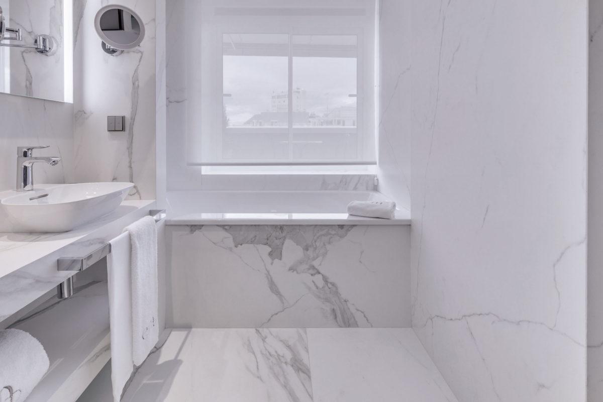 Neolith Estatuario Porcelain Bathroom